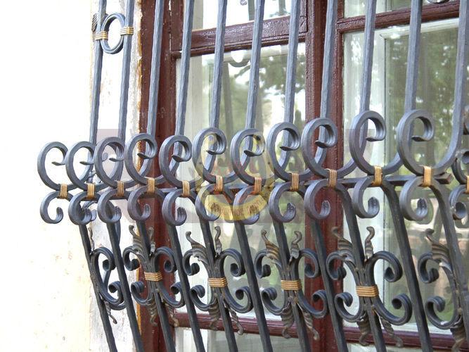 Заказать и купить кованые решётки на окна в СПб