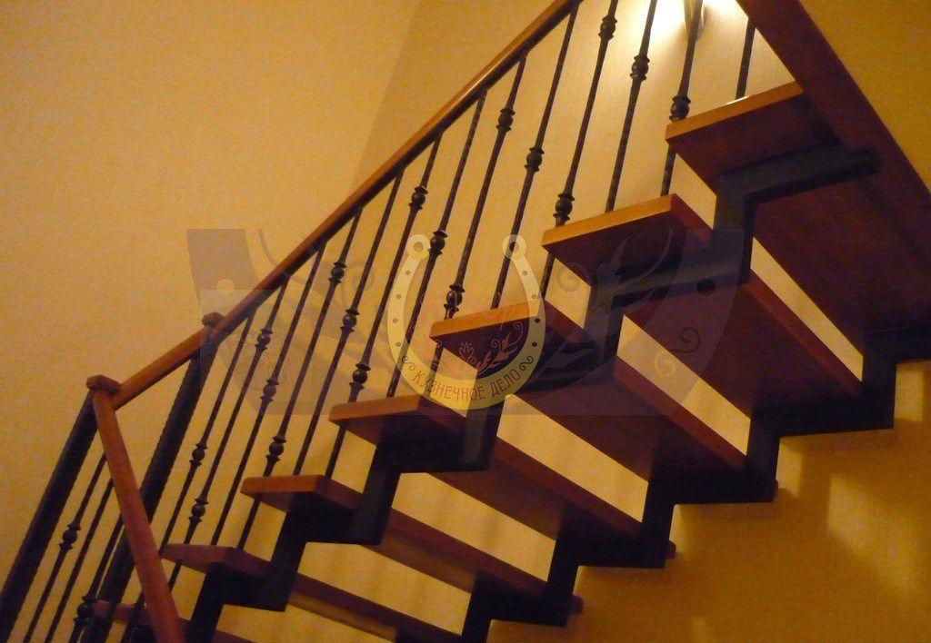 Заказать и купить кованую лестницу в СПб