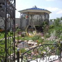 Кованая садовая беседка